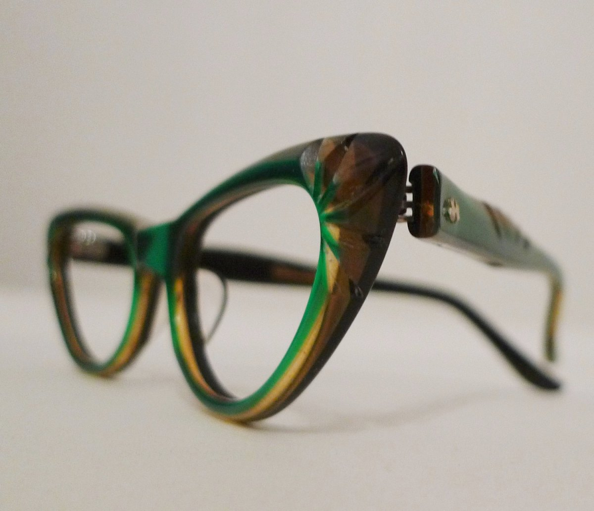 Emerald Green and Honey Carved Horn Rimmed Cat Eyes ...